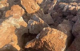 Arıcak Erimli Beldesinde taş duvar ve yol çalışmaları...